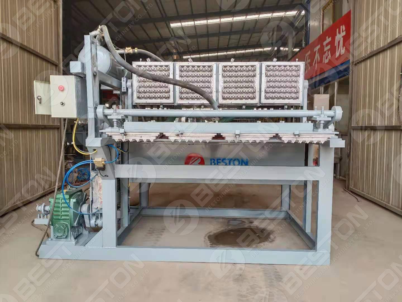 Machine de fabrication de plateaux d'oeufs en pulpe