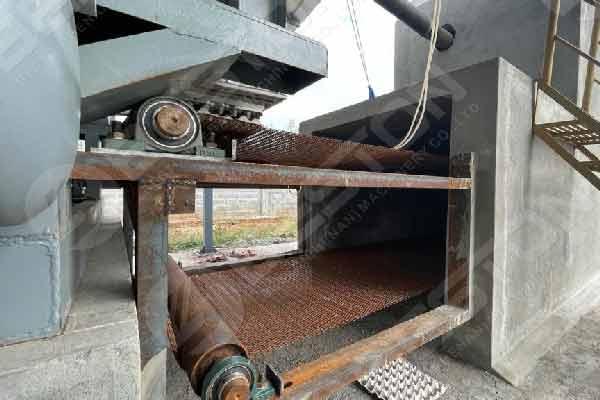 Système de séchage de briques avec bande transporteuse