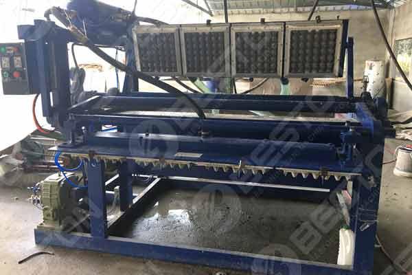 Machine de plateau d'oeufs aux Philippines