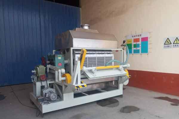Máquina formadora de bandejas de papel