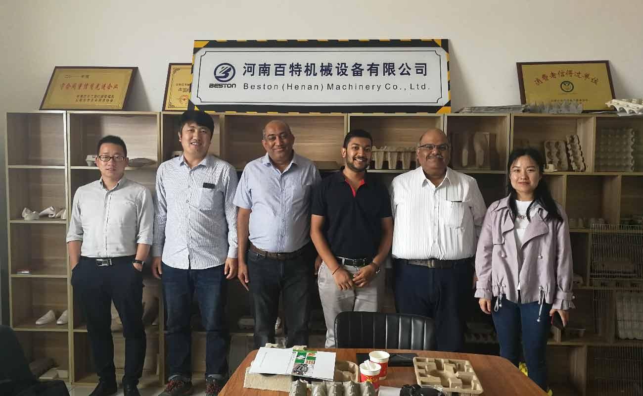 Beston L'entreprise et les clients achètent une machine de fabrication de bacs à papier