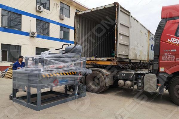 Máquina para fabricar bandejas de huevos cargada en Ghana