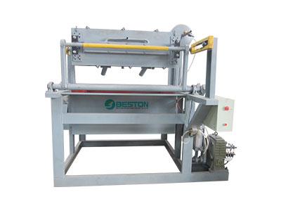 BTF1-3 petit plateau d'oeufs faisant la machine