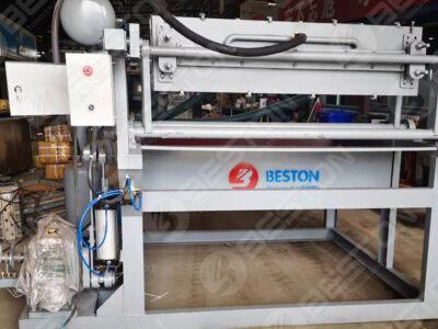 Machine de fabrication de plateaux à œufs BTF1-4 au Bangladesh