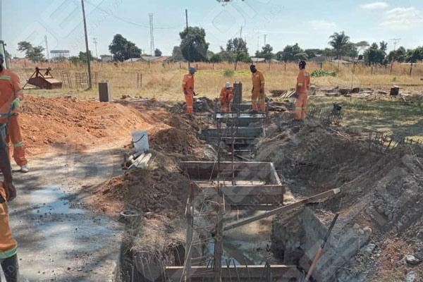 Construcción de la máquina de bandejas de huevos en Zimbabwe